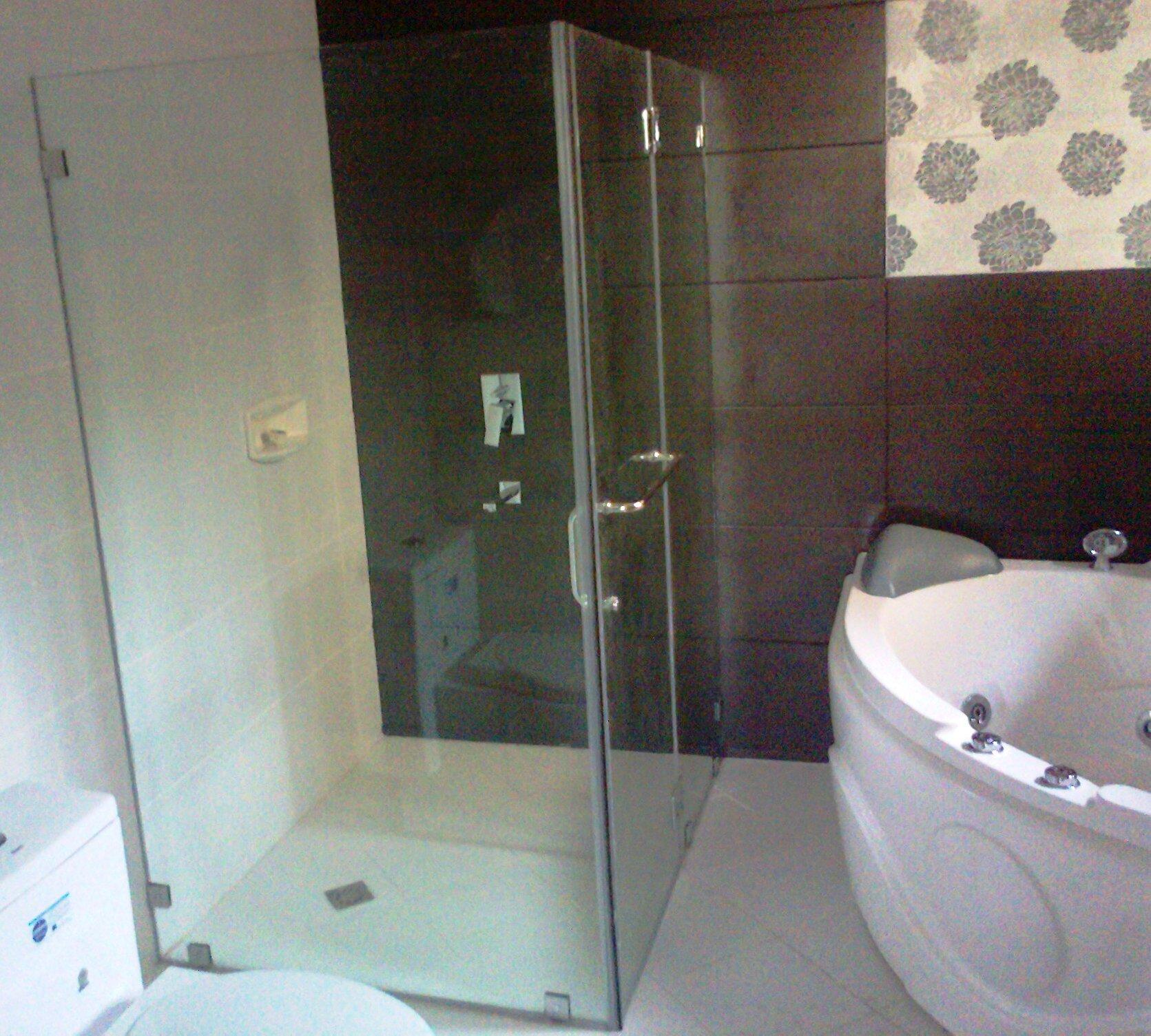 Corner Type Frameless Shower Enclosure